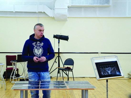 Спектакль свердловской Драмы разыгрывает сюжеты Дюма в современной российской школе