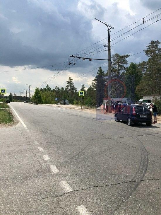 В Тольятти иномарка сбила женщину на остановке