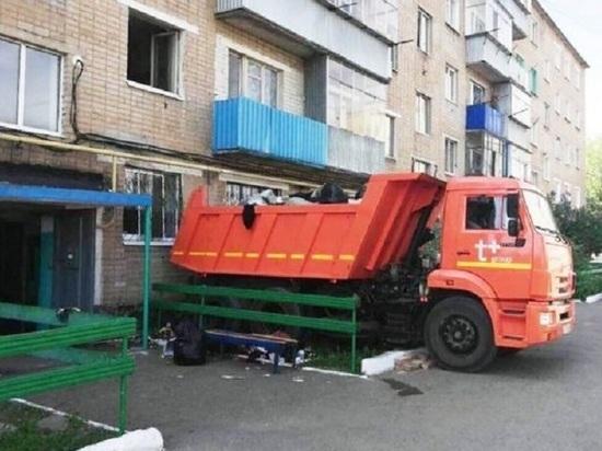 В Оренбурге в зловонной квартире нашли тело хозяйки среди кучи мусора