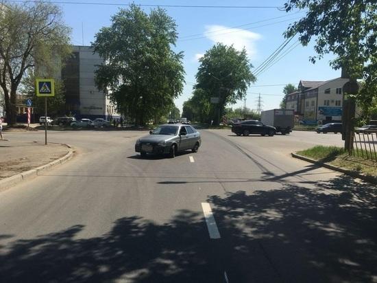 В Тольятти легковушка сбила на зебре женщину с 2-летним ребенком