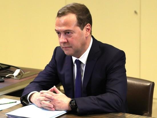 Разволновавшийся Медведев при оглашении состава нового кабмина перепутал отчество Шойгу