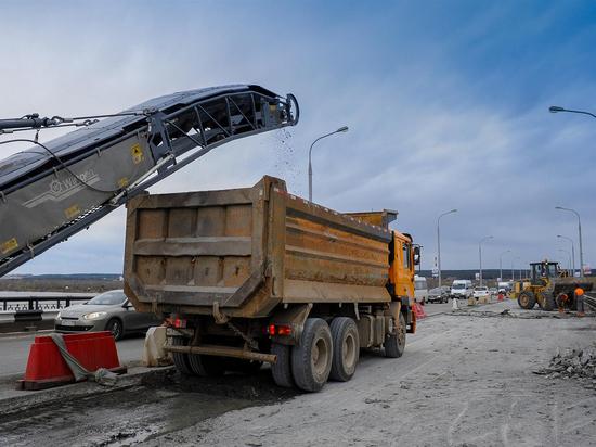 Движение из города по одной полосе на Коммунальном мосту откроется досрочно