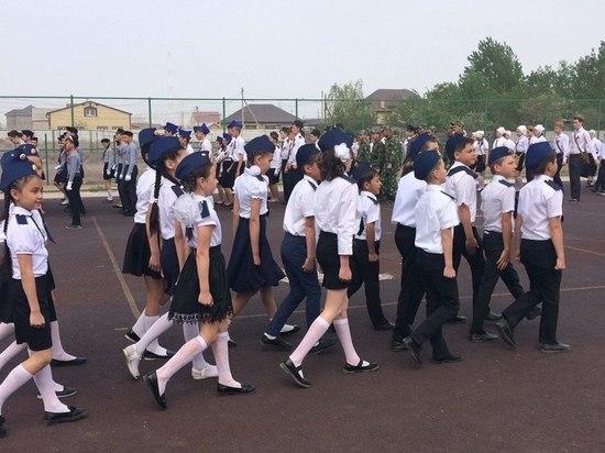 В Приволжском районе прошел школьный Парад Победы