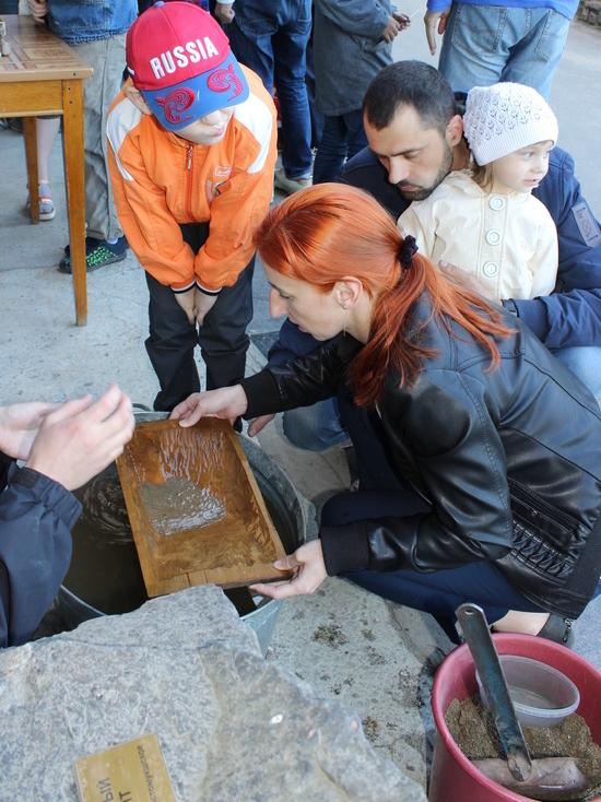 Возле петрозаводского Музея геологии обнаружились золотые и гранатовые залежи