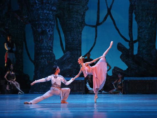 На сцене Большого проходят гастроли Софийского театра оперы и балета