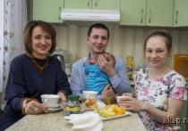 В Алтайском крае поздравили тысячную семью, оформившую ежемесячное пособие на первенца