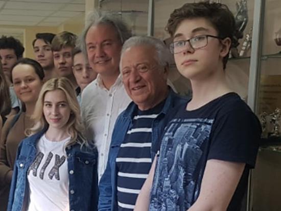 Народный артист Григорий Ковалевский отдал коллекцию детям