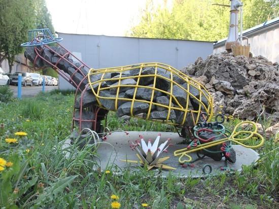 В Самаре появились металлические Черепаха Тортилла, футбольный мяч и карта мира