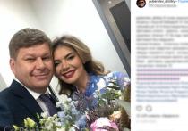 Кабаева вышла в свет в платье с гербом России на груди