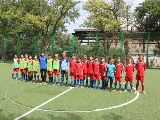 В Балаклаве дети вынуждены играть на травмоопасном поле