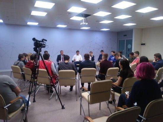 Мэр Владивостока пообещал помочь студентам