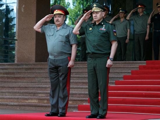 Шойгу и Назарбаев открыли выставку вооружений в Казахстане