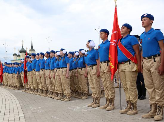 Воронежские мальчишки и девчонки пополнили ряды Юнармии