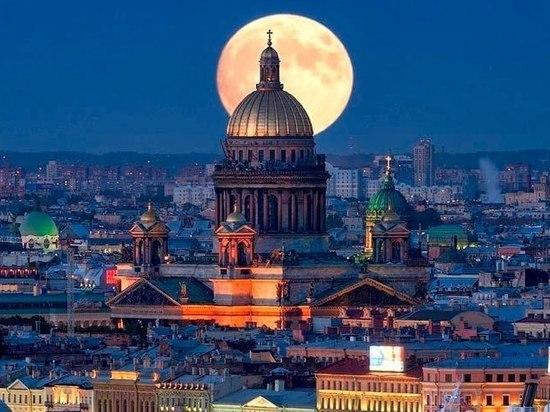 Накануне Дня города «МК» в Питере» отобрал дюжину архитектурных достижений любимой культурной столицы