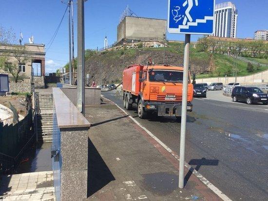 Подземный переход затопило во Владивостоке