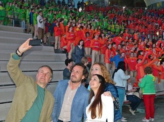 Захарова и Соколов отправили севастопольца на Красную площадь