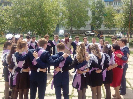 Приморские выпускники прощаются со школами