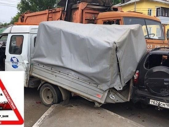 В Самаре «КАМАЗ» разбил девять машин возле Южного моста