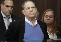 Оскароносный Харви в пятницу сам явился в суд Нью-Йорка, но тот — пока! — освободил его под залог то ли в один, то ли в два миллиона долларов