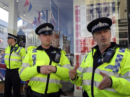 Вооруженный мужчина захватил заложников в британском Кенте