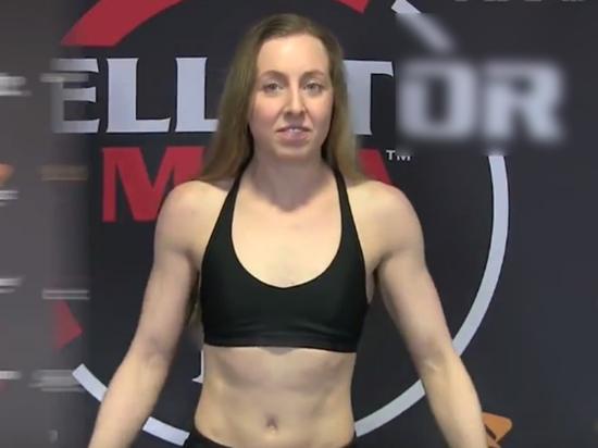 Британка демонстративно отказалась пожимать руку россиянке перед турниром MMA