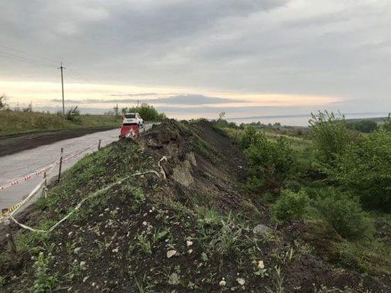 В Ульяновской области оползень разрушил дорогу
