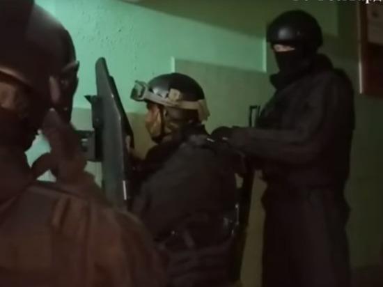 В интернете появилось видео штурма квартиры с заложниками в Москве