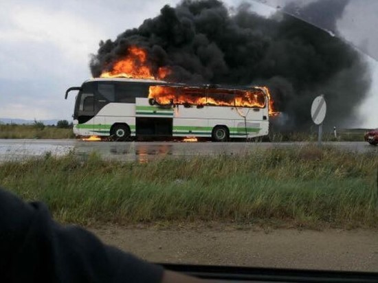Молния поразила автобус слюдьми вГреции ионсгорел