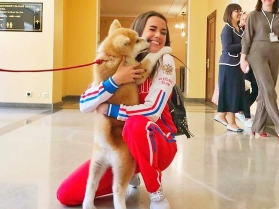 Японская делегация подарила Загитовой щенка акита-ину