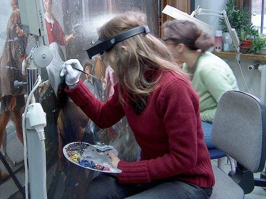 «Регулярно спасаем произведения искусства»: как будут реставрировать изрезанную картину Репина