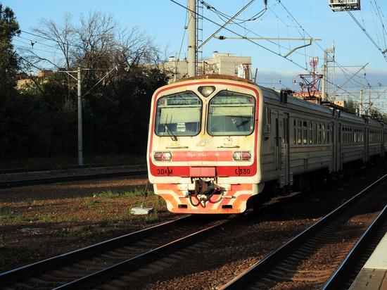 Второе ЧП на Рижском направлении железной дороги: неизвестного убило током