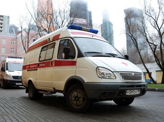 После падения фасада со здания в центре Москвы госпитализирована пенсионерка