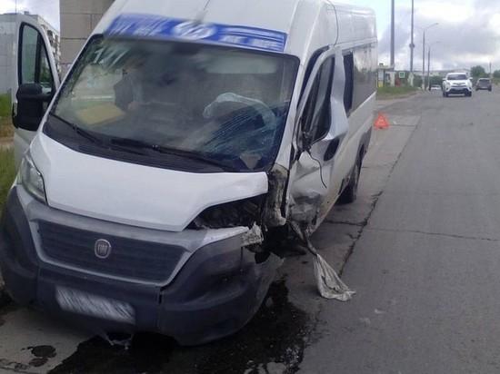В Тольятти в аварии с внедорожником пострадали три пассажирки маршрутки