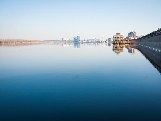 В Астрахани перевернулась лодка с подростками