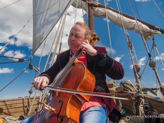 Виолончелист, первым игравший на Северном полюсе, сыграл посреди Онежского озера