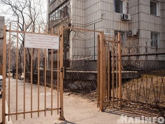 Хабаровчан беспокоят шлагбаумы во дворах домов