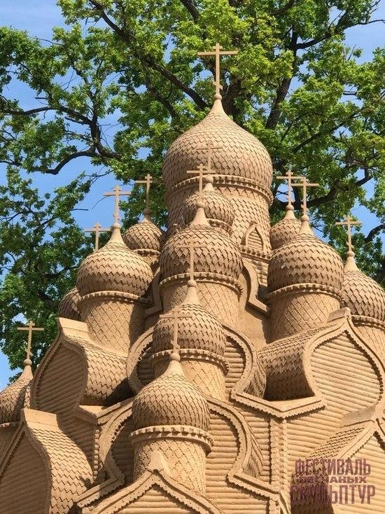 Песчаные Кижи украсили Петербург