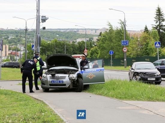Автомобиль ДПС столкнулся с иномаркой в Чебоксарах