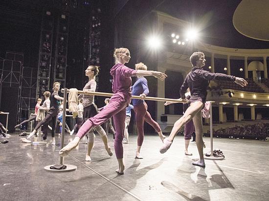 Театр Станиславского сделал балетные уроки открытыми для публики
