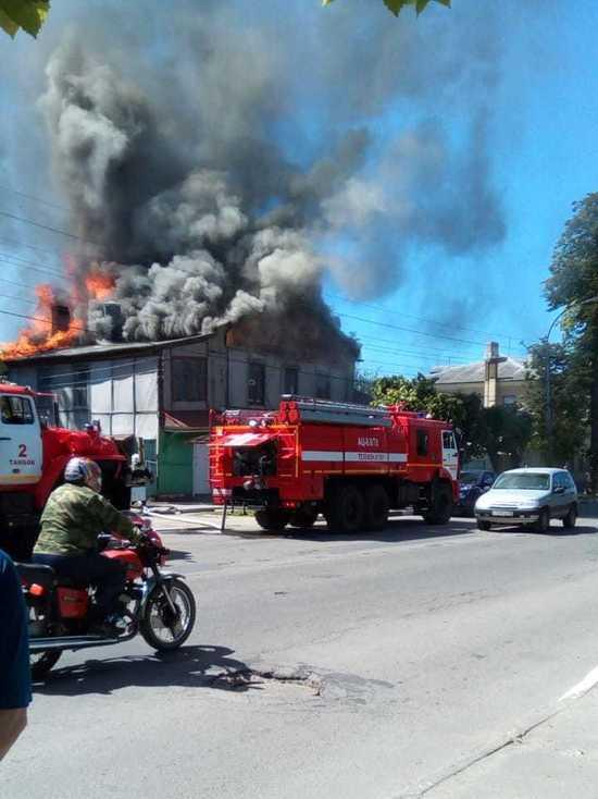 В центре Тамбова загорелся двухэтажный дом