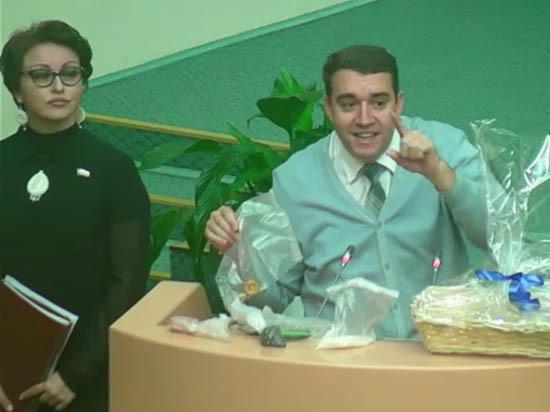 Саратовский министр не испугалась корзины