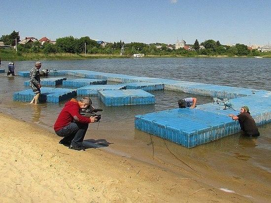 В Ласковском карьере установили 18-метровый понтон