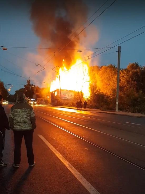 Деревянный дом сгорел в Нижнем Новгороде на улице Ильинской