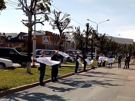 В Ульяновске провели пикет против действий депутата Куринного