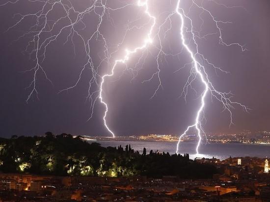 Костромскую область предупредили о грозах со шквалистым ветром