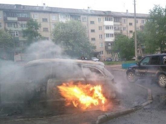 Ночью в Архангельске полностью сгорел легковой автомобиль