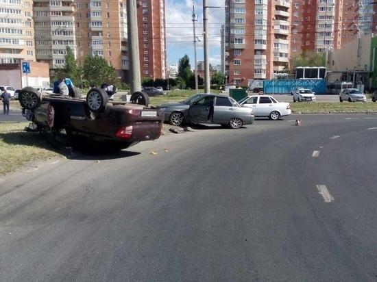В Тольятти «Гранта» перевернулась после столкновения с «Богданом»
