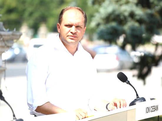 Ион Чебан: «Путин, Бэсеску или Трамп не приезжают к нам разрушать дороги и не приедут их ремонтировать»