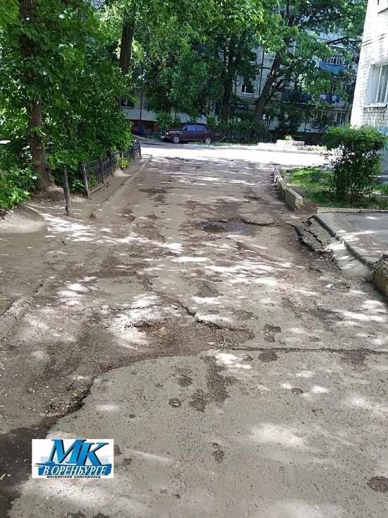 Куда послала мэрия оренбуржцев, пожаловавшихся на разбитые дороги во дворах МКД