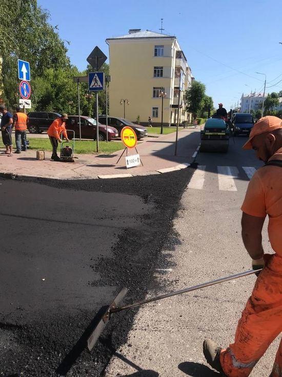 Внимание: водителям необходимо выбирать пути объезда - по улице Луначарского идет ремонт (фото)